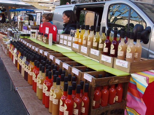 201104090100_Apt-market_flavoured-vinegars