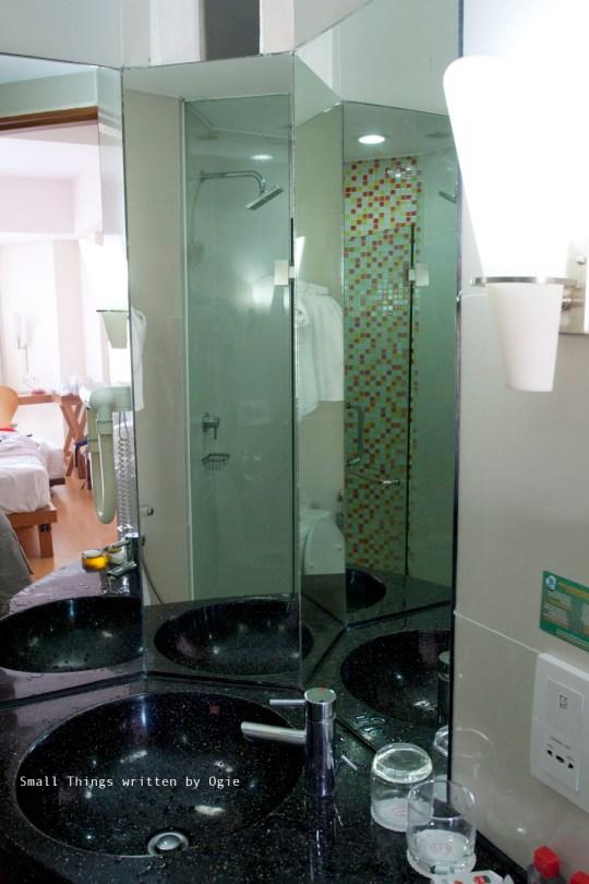 Bathroom 1 Hotel IBIS SIMPANG LIMA