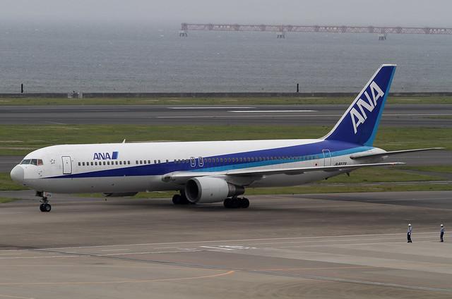 ANA B767-300(JA8273)