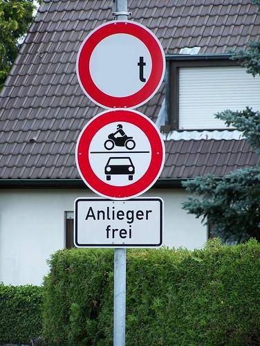"""Originale Stagebeschreibung: """"Hier findet Ihr eine Reihe von Straßenschildern. Fahrzeuge bis wieviel Tonnen dürfen hier passieren? Antwort ist B="""""""