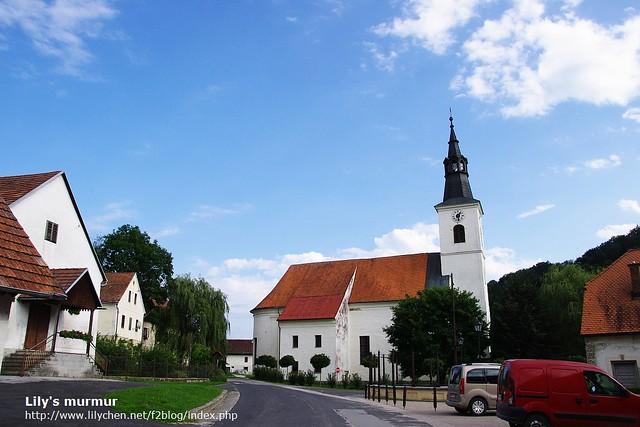 建於西元12世紀的教堂,就連這麼一個小小的村落,本身也都是古蹟。