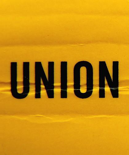 Adam Haslett, Union Atlantic, Einaudi sl 2010, progetto grafico di Riccardo Falcinelli, alla cop.: ©Mary Evans / Archivi Alinari: dorso (part.), 2