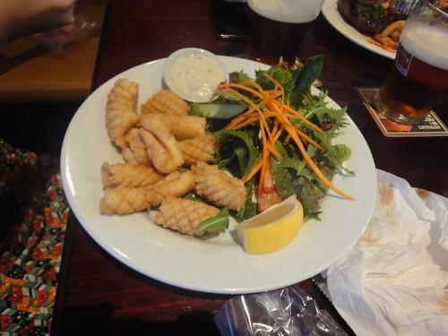 Erskineville Hotel: Salt & pepper calamari, salad & chips