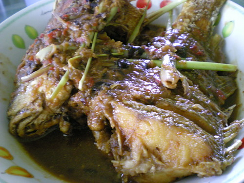 Fried fish with fermented bean sauce