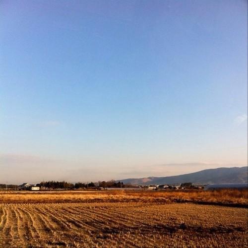 お昼~! 奈良盆地です。遠くに三笠山(若草山)が見えるのわかるかな~?