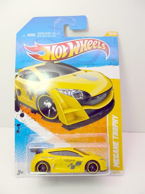 hot wheels megane trophy long card (1)