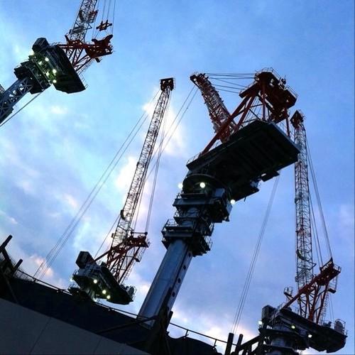 お昼~! なんか四人でミーティングしてるみたいだね! あと半日がんばろ~!v( ̄Д ̄)v イエイ #crane #Osaka #Abeno
