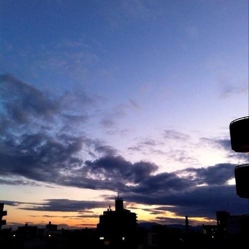 (^o^)ノ < おはよー!今朝の大阪、ちと:(;゙゚'ω゚'):サムィーけど、笑顔でがんばろ~!p(^_^)q