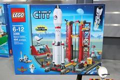 LEGO Toy Fair 2011 - City - 3368 Space Center - 01