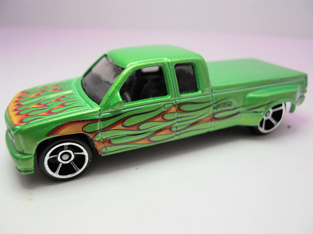 hot wheels customized c3500 green (3)