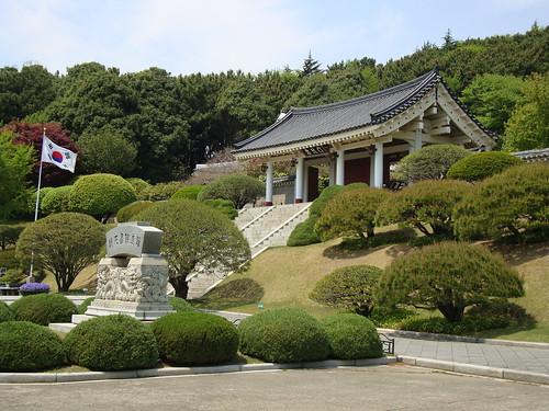 Chungnyeolsa (Shrine) - Park