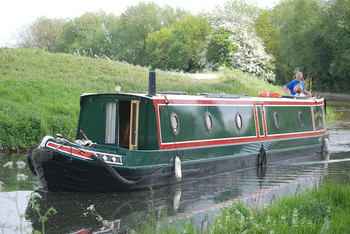 Aisling Ghael approaching Morse lock, Canal: Morse to Town 6 May '11 047.jpg