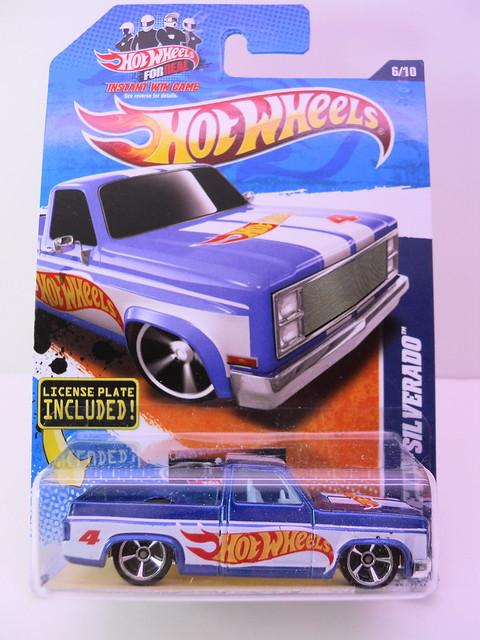 hot wheels '83 Chevy Silverado (1)