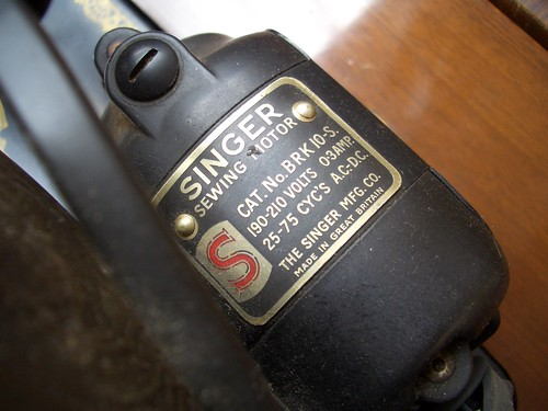 Singer Sewing Machine 15k