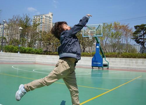 Neffe beim Basketball