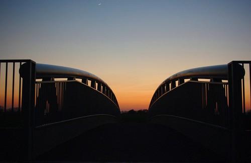 20100416-03_Sunset behind Lawford Heath + footbridge over RWRR by gary.hadden