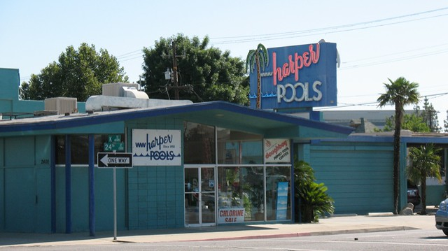 Harper Pools neon, Bakersfield