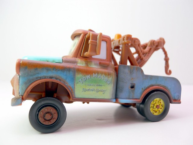 disney cars chase mater with hood  (3)