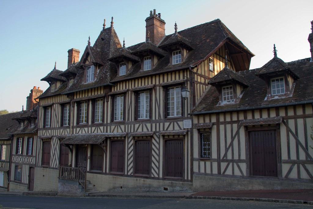 "alt=""Lyons-la-Forêt"