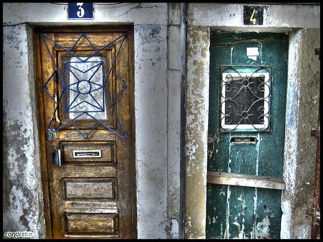 Puertas desvencijadas