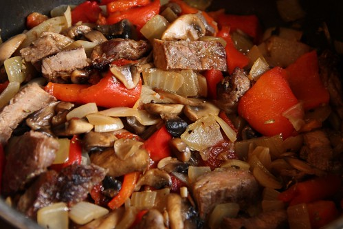Sliced entrecote, mushrooms, roasted peppers in wine sauce