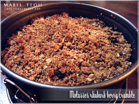 Molasses rhubarb-berry crumble
