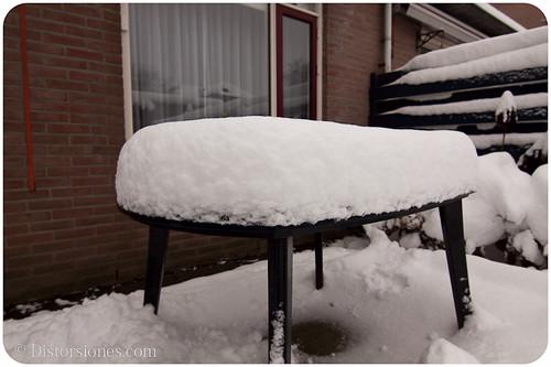 Nieve sobre la mesa
