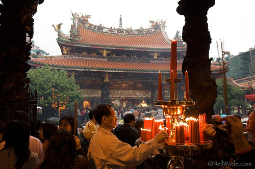 Worshiping at Longshan Temple