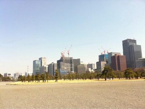 Estación de Tokio desde el palacio del emperador. Los domingos suele estar lleno de gente