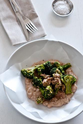broccoli & tuna on a bed of white bean mash