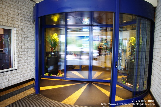 Hotel Restaurant Schiphol A4的旋轉門,我喜歡這張,因為覺得很漂亮。^^