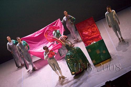 Le Ballet des Arts de Lully au Festival de Sablé. Direction : Hugo Reyne. Mise en scène : Vincent Tavernier. Chorégraphie : Marie-Geneviève Massé