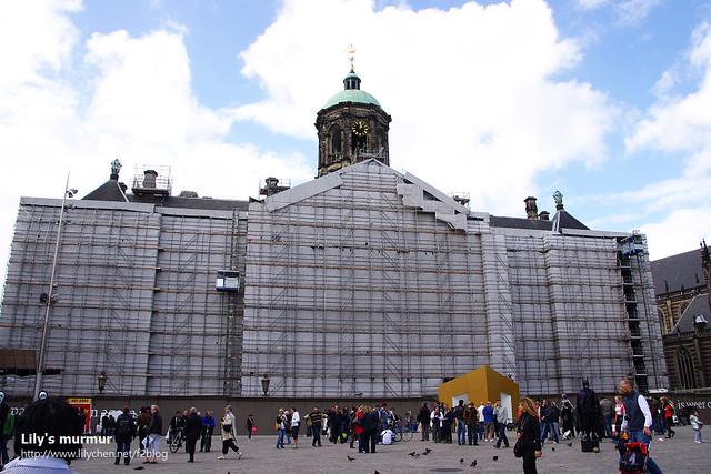 正在拉皮中的大教堂...這裡沒有像奧地利一樣,整修時會在外面的布上放上建築原來的形狀或者照片,有點可惜。