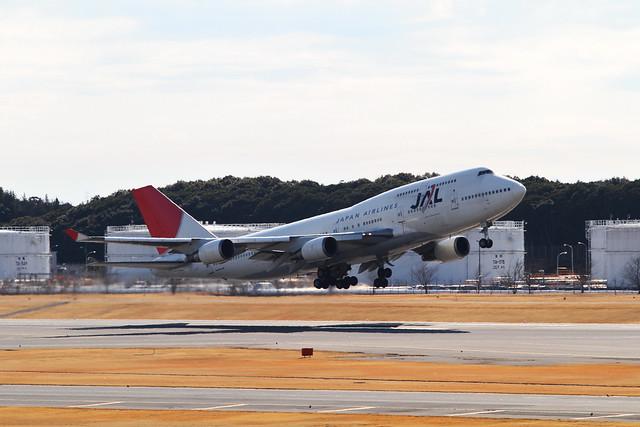 JAL B747-400(JA8077)
