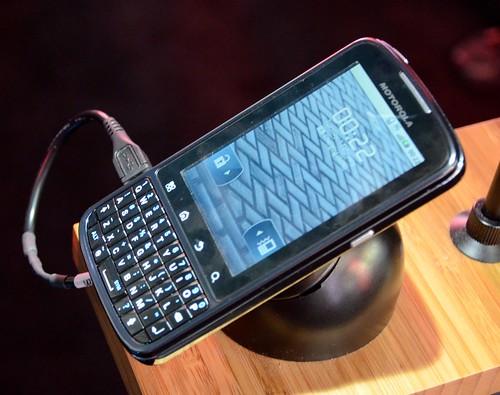 MWC 2011 Motorola — смартфоны и уникальные решения для них