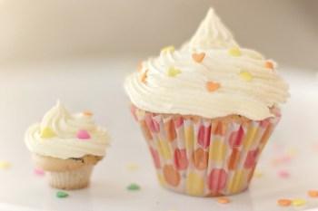 Pupe Cupcakes by Mimi Prámparo