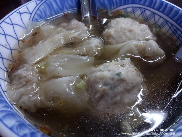餛飩肉丸湯,湯頭很不錯,但肉丸跟餛飩對我來說就沒有麵那麼令我驚豔,但尼覺得很喜歡。