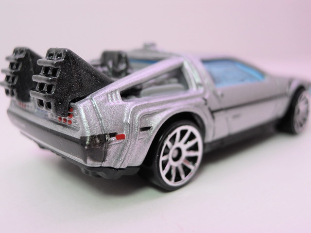 hot wheels back to the future time machine (3)