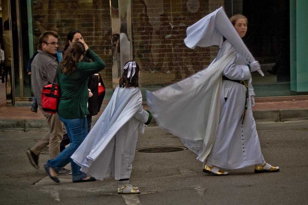 Preparativos de la procesión del Viernes Santo