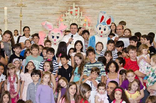 Santa Missa da Ressurreição do Senhor e surpresa dos Coelhinhos da Páscoa - 24/04/2011