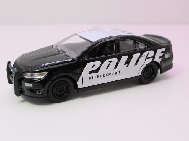 greenlight hot pursuit  2012 ford police interceptor show car  (3)