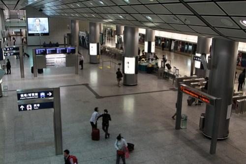 Airport Express platform at Hong Kong station