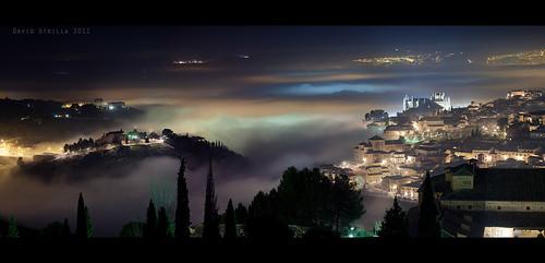 Toledo con niebla