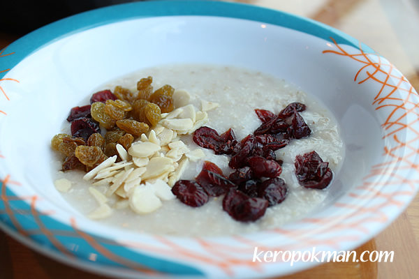 Oats and dried fruits