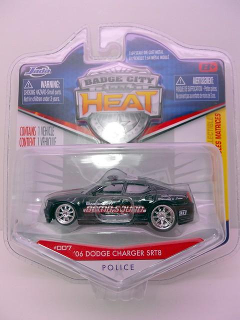 jada toys heat bomb squad 08 dodge charger srt8 (1)