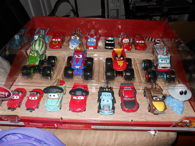 Disney Store CARS TOON 20 Car Set (1)