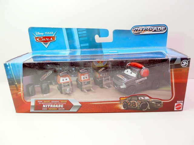 disney cars international nitroade pit crew set  (1)