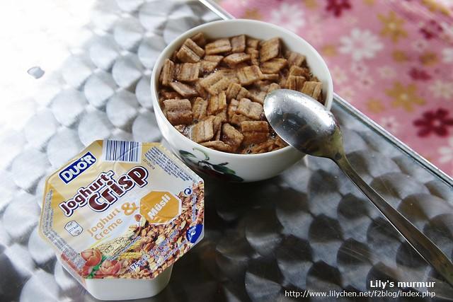 右邊是肉桂口味的玉米片,左邊是鮮奶穀片。其實我沒有很喜歡吃肉桂,哈哈...