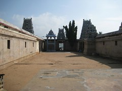 Shiva shrine on the left and Ambal shrine on the right
