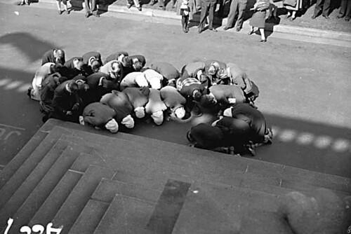 doukhobors kneeling at courthouse - 1944 - CVA 1184-479